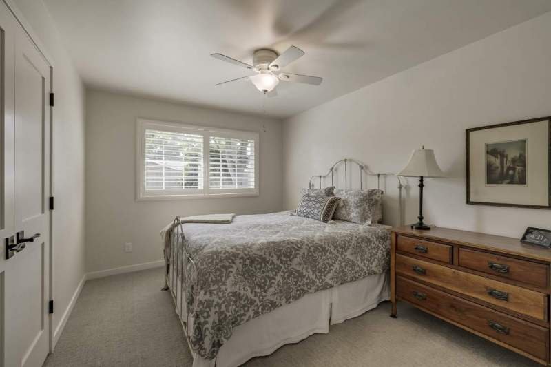Bedroom-2-with-plantation-shutters