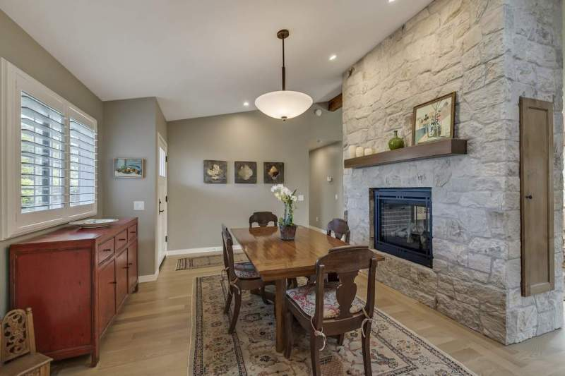 Dining-Room-with-fireplace