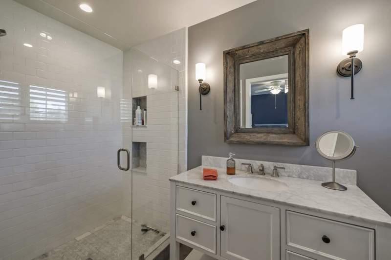 Master-Bath-with-walk-in-shower