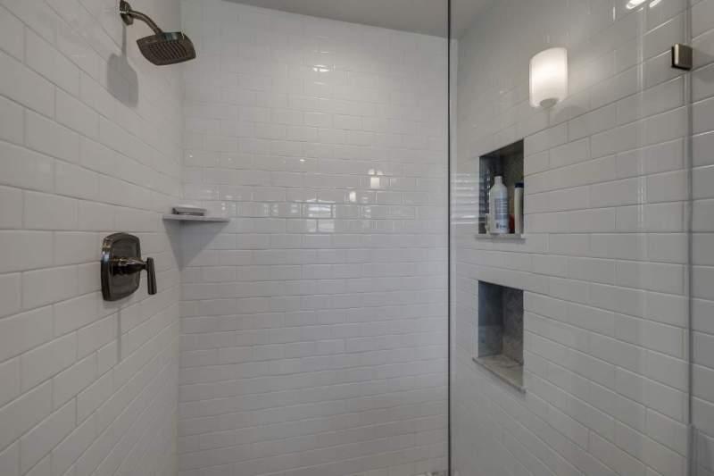 Master-shower-with-niches